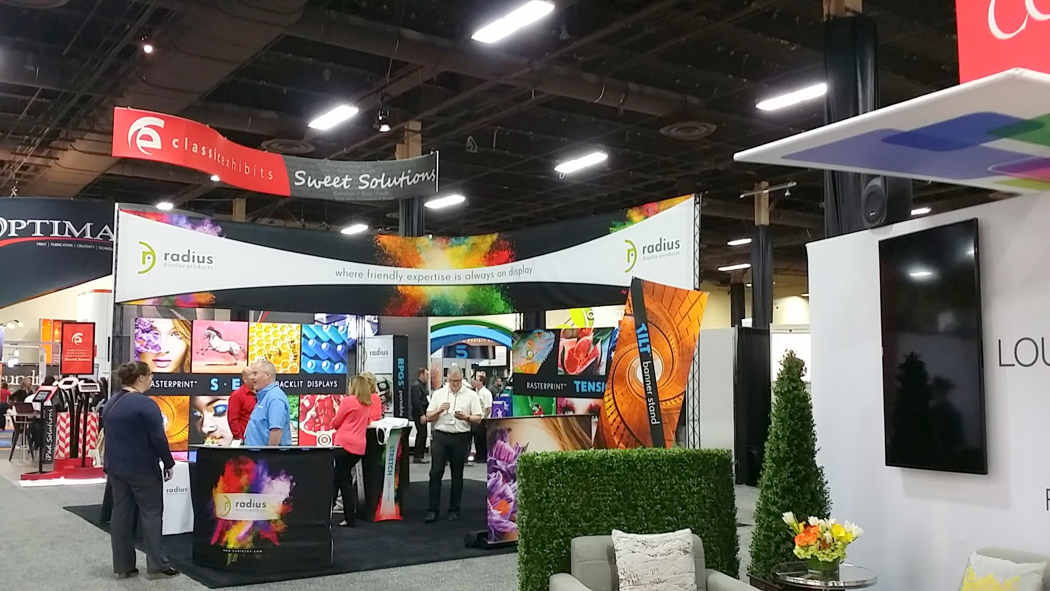 Exhibitorlive 2015 Caters To Millenials Shows Off Tech And Sticks Tensimeter Digital Wristband Old School Tsnn Trade Show News