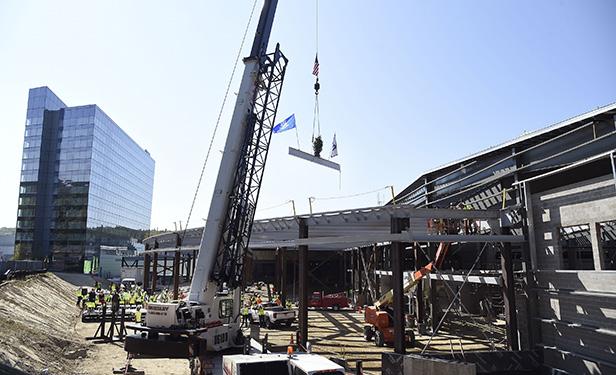mohegan sun exposition center celebrates construction